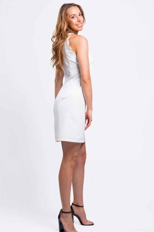belle-robe-blanche-ondulée