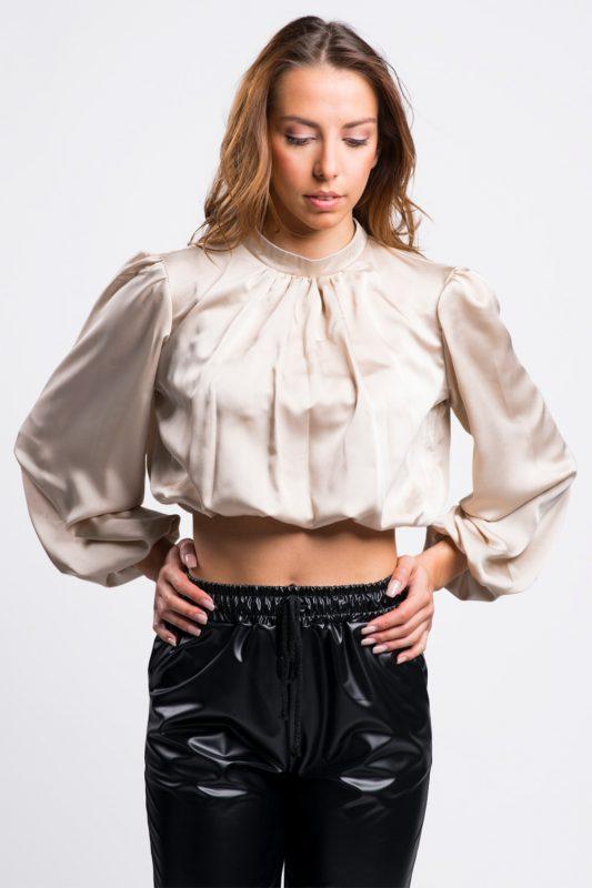 blouse-courte-satinée-beige