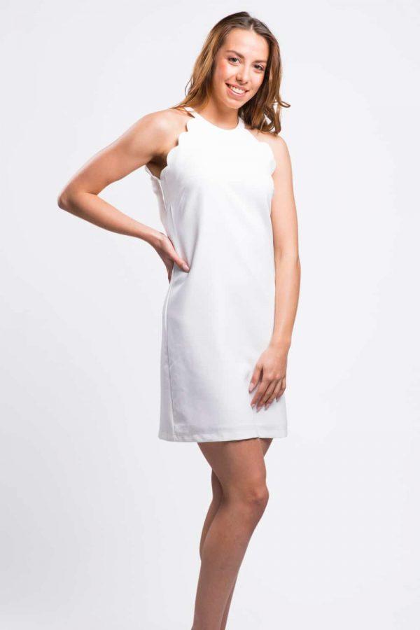 robe-blanche-ondulée-au-bras