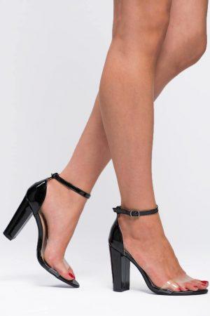 Sandales à talons noires et transparentes