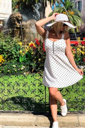 Robe-patineuse-blanche-pois-noir