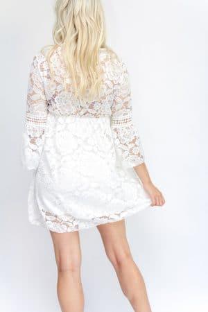 robe blanche à dentelle