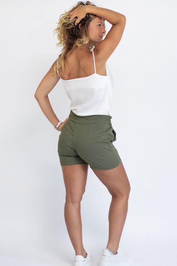 short femme habille